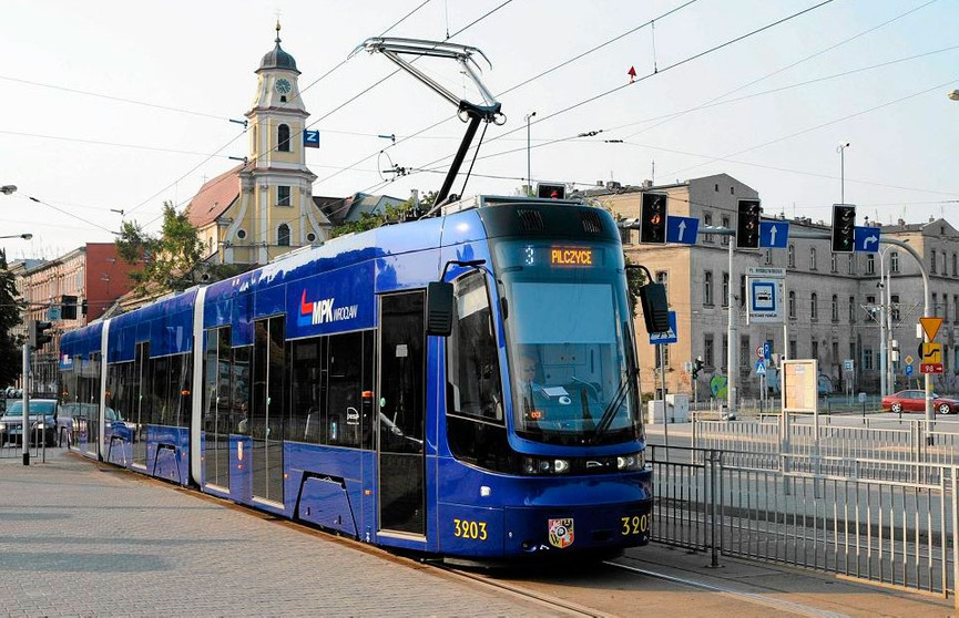 Жители Вроцлава могут бесплатно ездить в общественном транспорте в эти выходные при выполнении одного условия