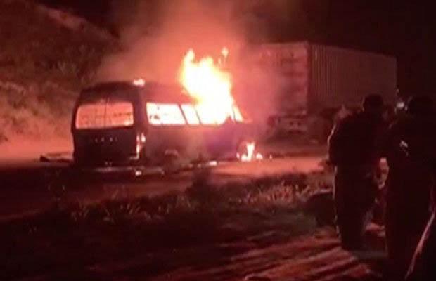 8 человек стали жертвами пожара в автобусе в Пакистане