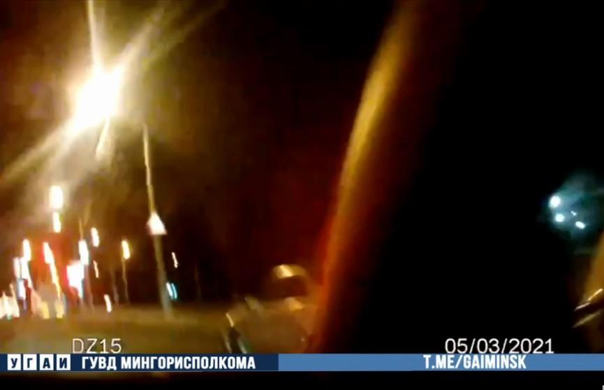 Сотрудники ГАИ ночью остановили пьяного водителя-бесправника
