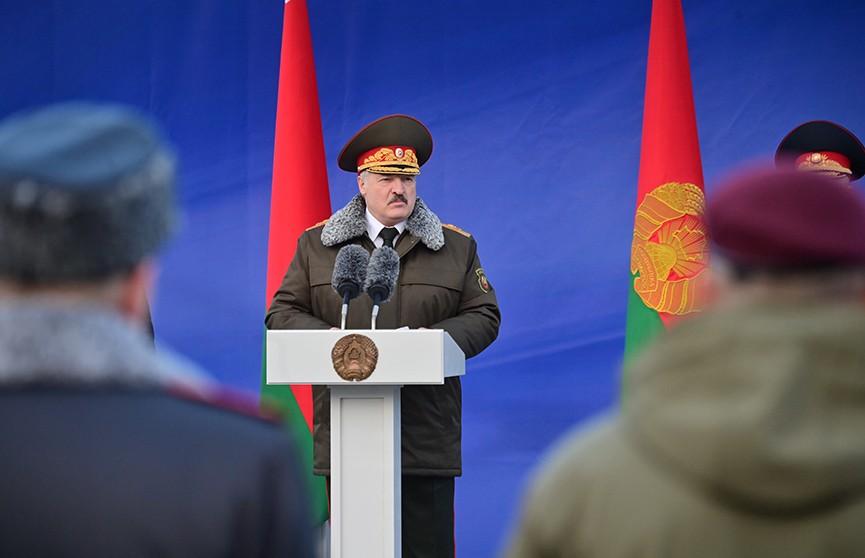 «Наш долг перед нынешним и будущими поколениями – сохранить страну, и мы ее сохраним»: Лукашенко посетил столичный ОМОН