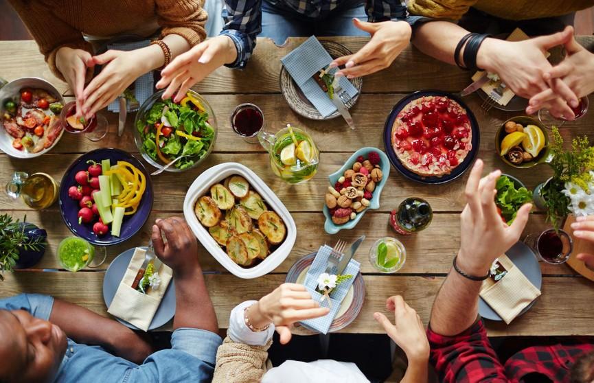 Диетологи рассказали о продуктах, которые вредно сочетать