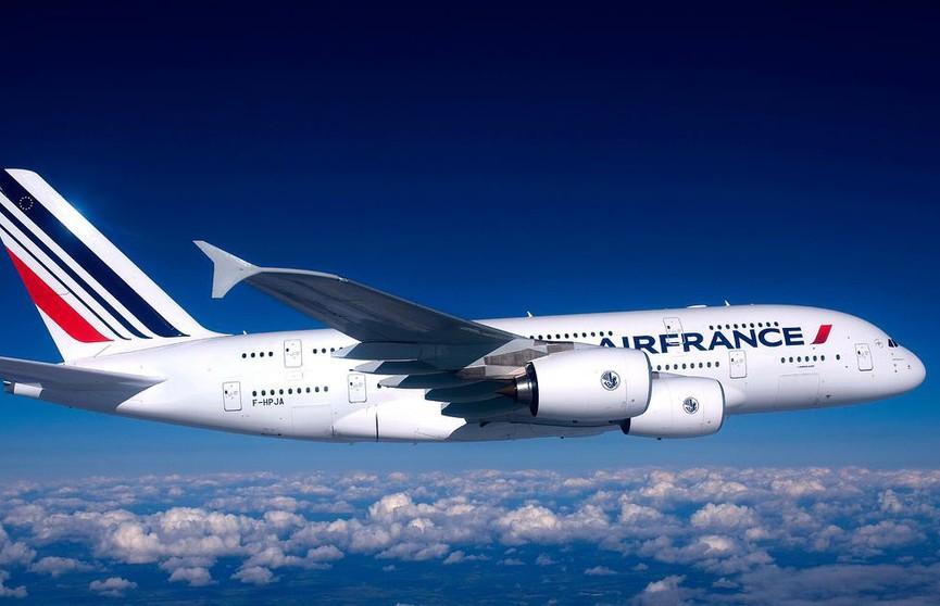 Авиабилеты подорожают из-за экологического налога во Франции