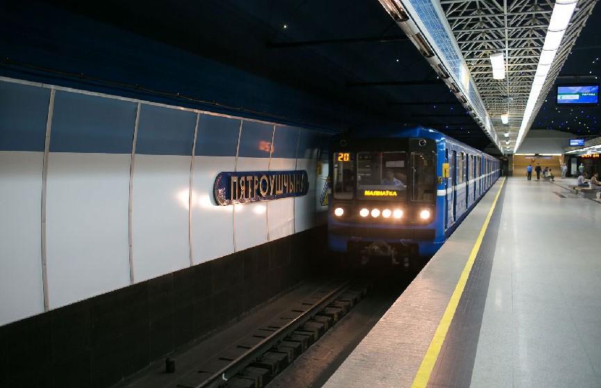 Мужчина упал на рельсы на станции метро «Петровщина»