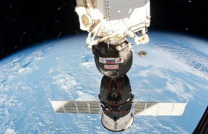 Высоту орбиты МКС увеличили на километр перед прибытием нового экипажа