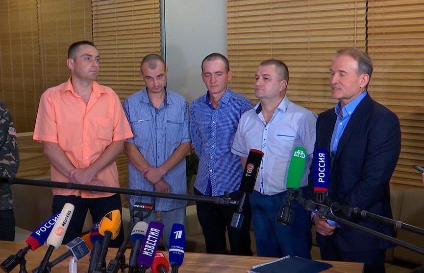Самопровозглашённые ДНР и ЛНР передали Украине четырёх пленных в Национальном аэропорту Минск