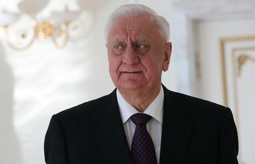 Михаил Мясникович поздравил Лукашенко с переизбранием