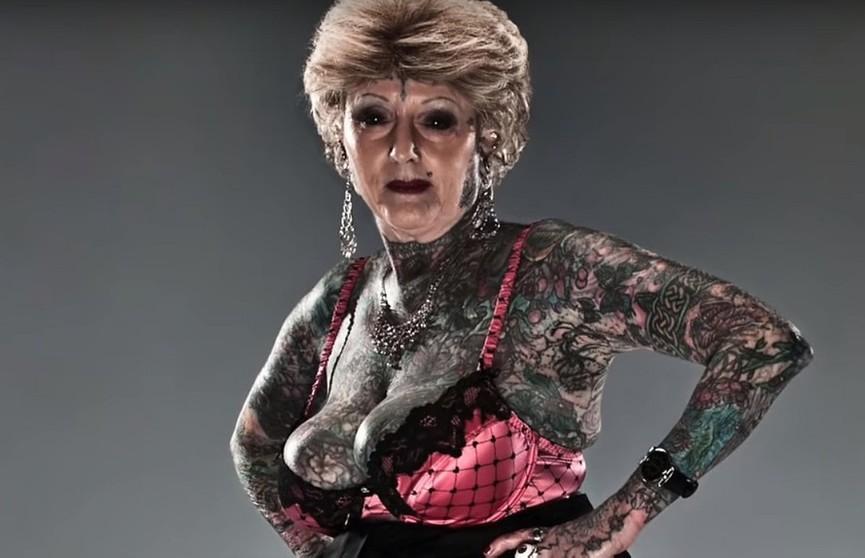 Бабушка не шьёт, а «бьёт»:  как выглядит 70-летняя женщина с самым большим количеством татуировок?