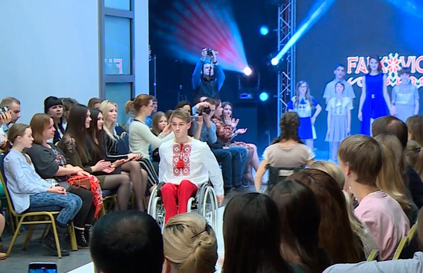 Особенный модный показ состоялся в Минске: более сотни ребят из детских домов прошли по подиуму в нарядах белорусских кутюрье