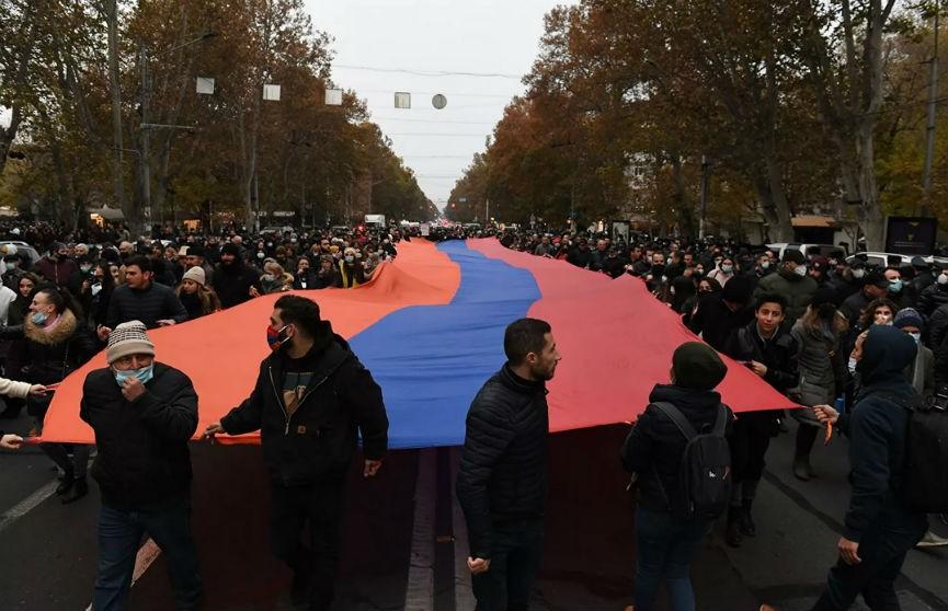 Ереван: ультиматум Пашиняну истек, началась акция протеста, есть задержания