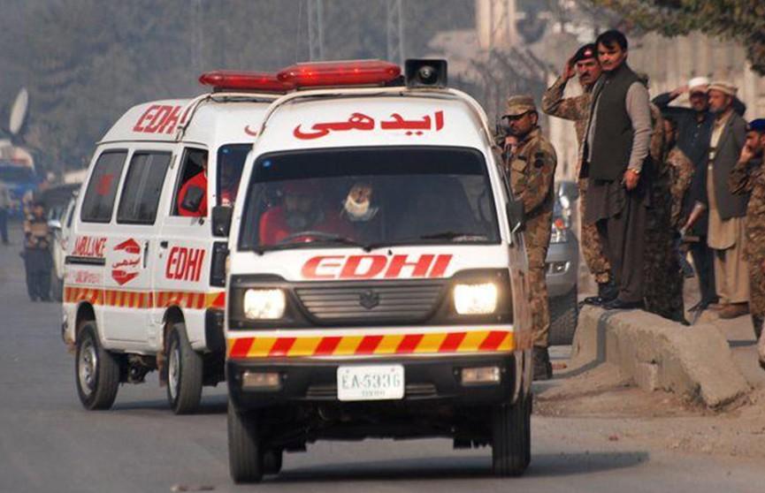 Пять человек погибли при обрушении дома в Пакистане