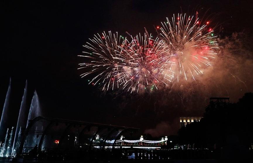 Праздничный фейерверк в честь Дня Независимости в Минске (ВИДЕО)