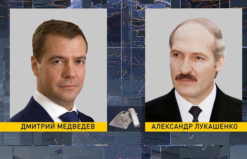 Александр Лукашенко обсудил с Дмитрием Медведевым в телефонном разговоре вопросы двустороннего сотрудничества