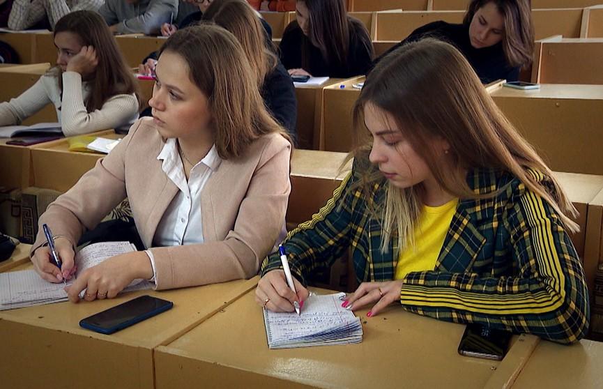 Какой быть белорусской системе образования? Как изменится порядок поступления в вузы? Главное из разговора Президента с педагогическим активом