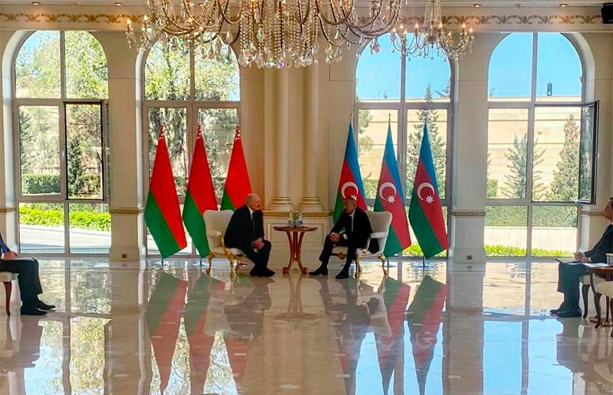 Лукашенко предложил Алиеву углубить сотрудничество в нефтяной отрасли