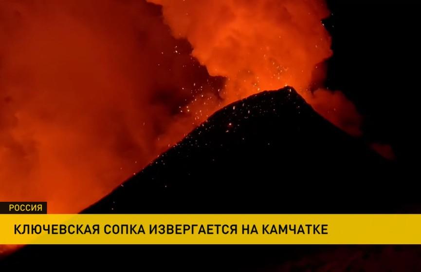 На Камчатке извергается самый высокий вулкан Евразии