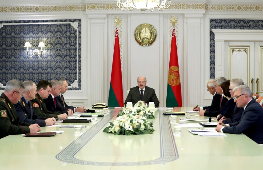 Возможные изменения в комплектовании армии обсудили на совещании у Президента во Дворце Независимости