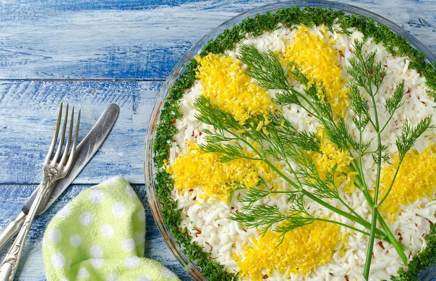 Идеи для праздничных блюд к 8 Марта: салат «Ветка мимозы»