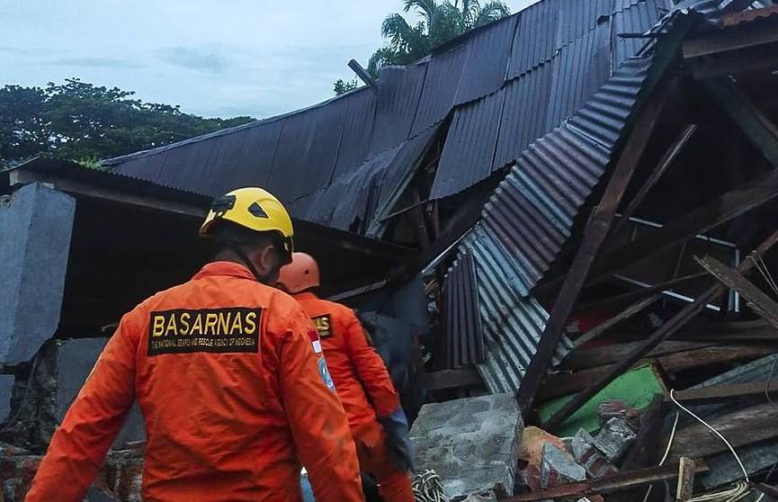 Растёт число жертв мощного землетрясения в Индонезии
