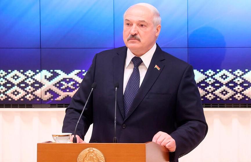 Лукашенко: Модераторы за границей работают на одну цель – создать иллюзию раздрая в обществе