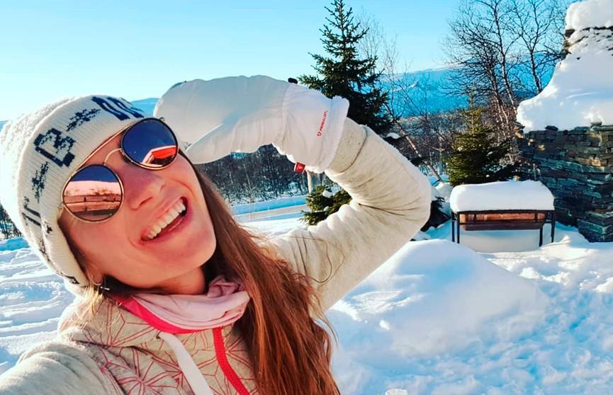 Дарья Домрачева показала именные лыжи