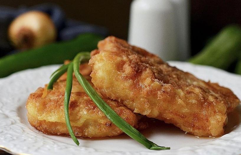 Хрустящая рыба в сырном кляре – от одного только вида текут слюнки! Съедается на раз-два!