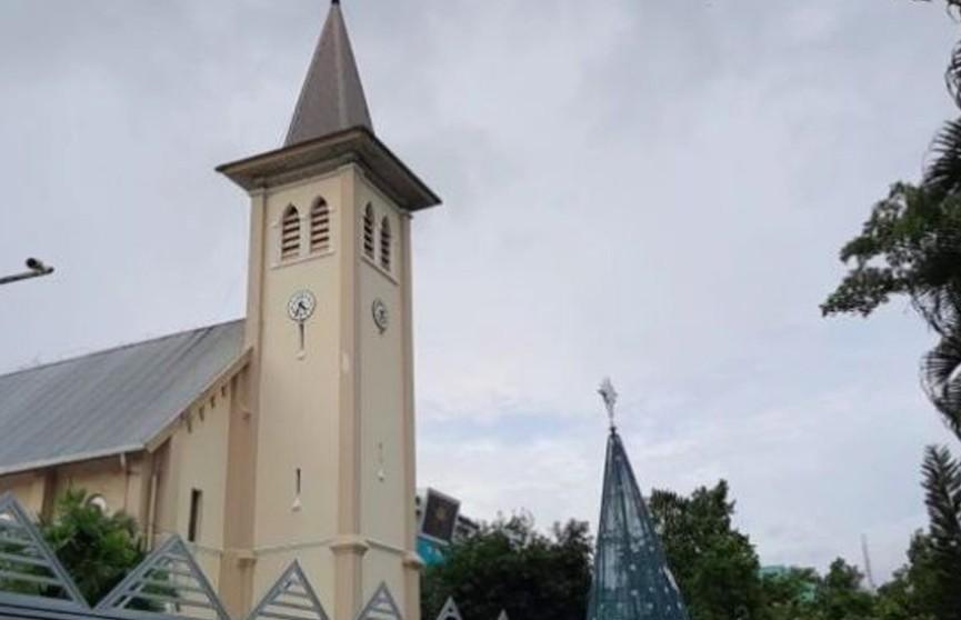 Террорист-смертник осуществил взрыв у католической церкви в Индонезии