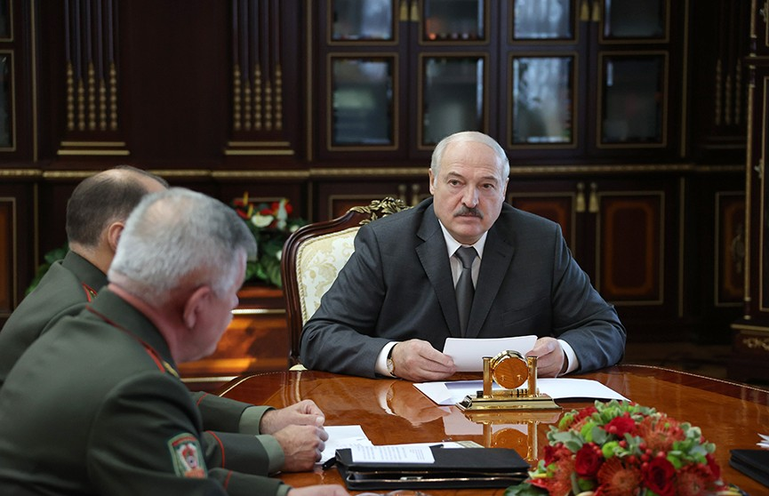 Лукашенко о мигрантах на границе: Соседи ввели чрезвычайное положение, чтобы никто не узнал, как там умирают люди