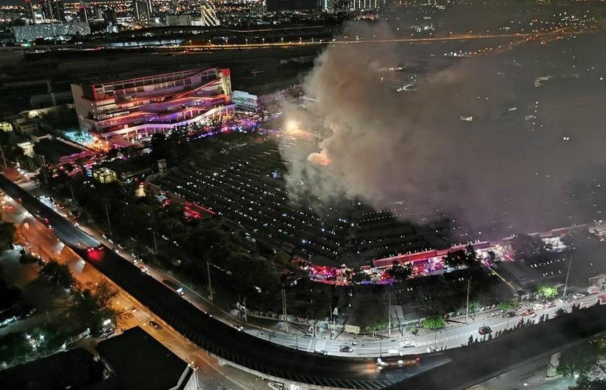 В Бангкоке загорелся популярный у туристов рынок Чатучак