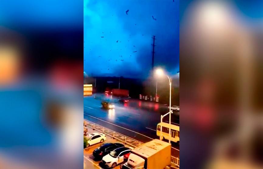12 человек погибли из-за торнадо в Китае