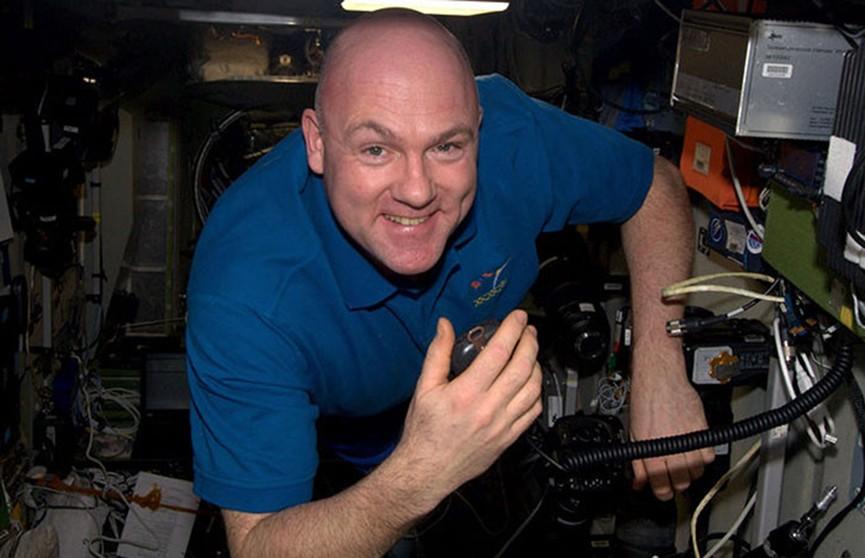 Астронавт случайно связался со службой 911 из космоса