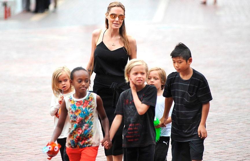 Анджелина Джоли готовится стать мамой в седьмой раз