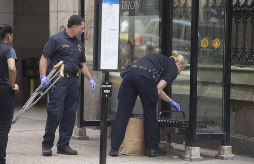 Мужчина с ножом напал на двух женщин на автобусной остановке в центре Питтсбурга