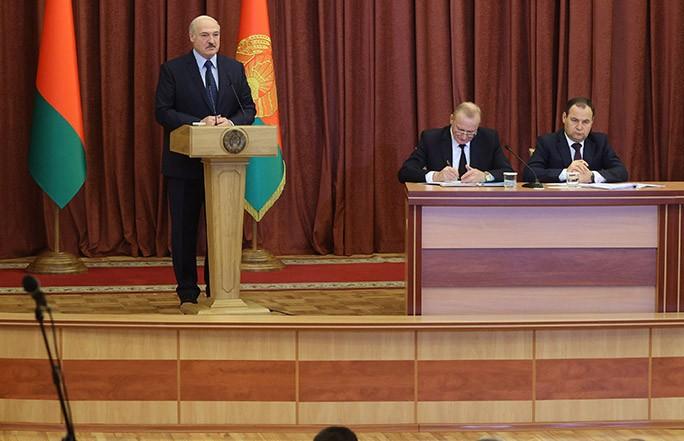 Лукашенко посетил Национальную академию наук