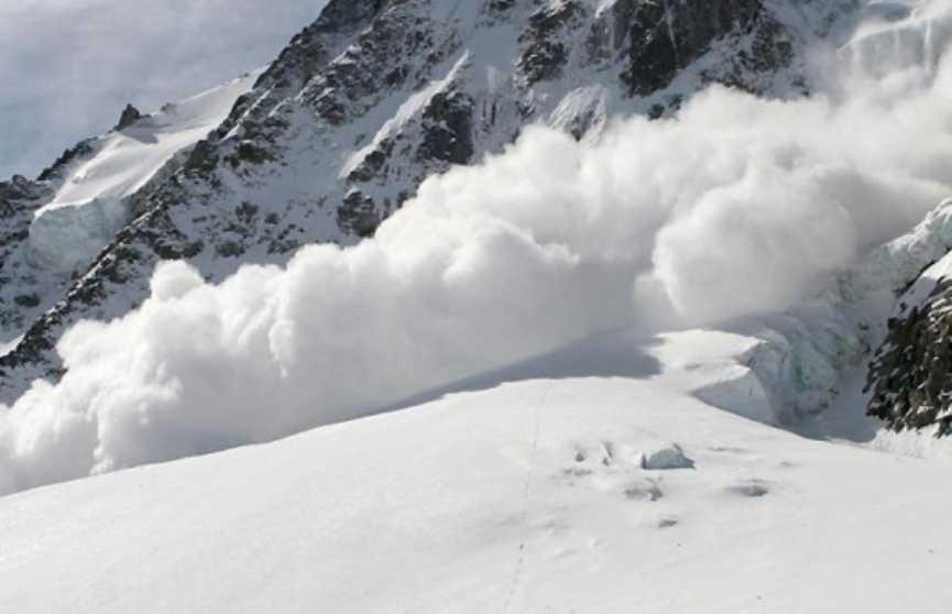 Два человека погибли из-за схода лавины на горном курорте в Сочи
