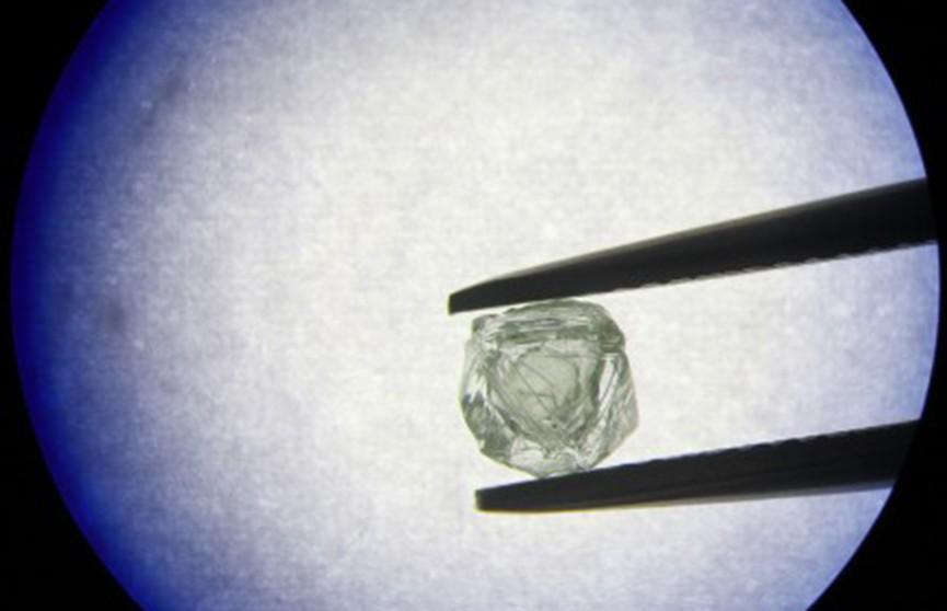 Уникальный алмаз-матрешку нашли в Якутии (ВИДЕО)