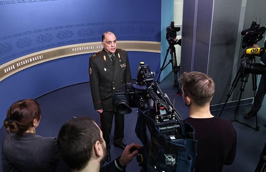 Вольфович: Сбежавшие за границу организаторы протестов используют белорусов как пушечное мясо