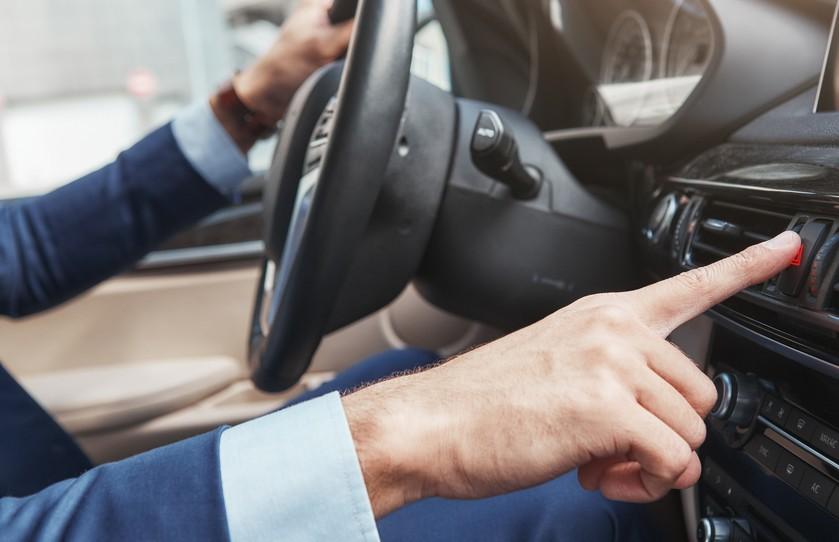 Как пережить знойную погоду водителям авто: уровни опасности, мобильное приложение МЧС, страхование