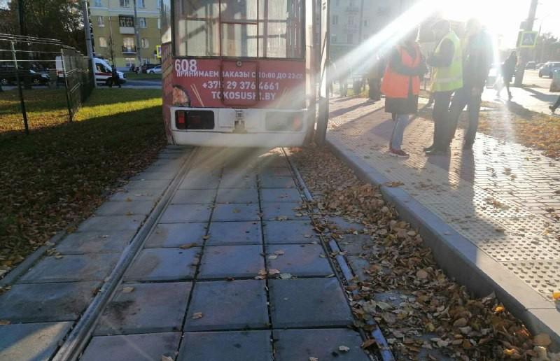 30-летний мужчина в Витебске упал под двигающийся трамвай