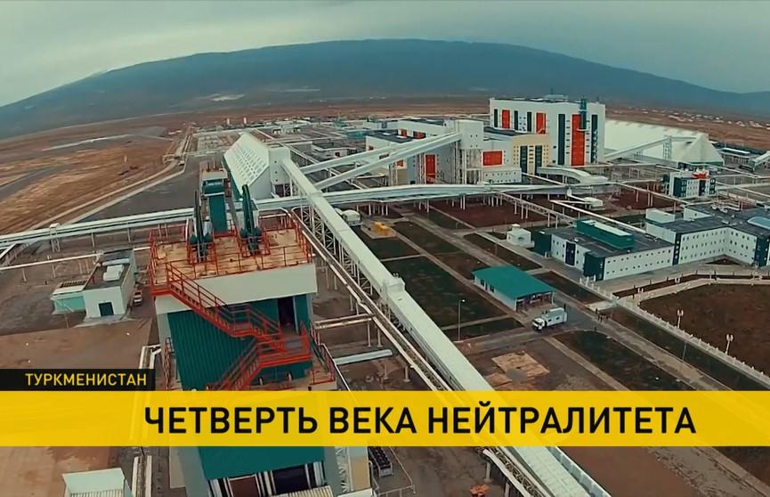 Лукашенко поздравил президента Туркменистана с 25-летием нейтралитета страны