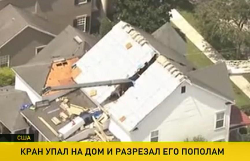 Подъёмный кран рухнул на жилой дом и разрезал его пополам во Флориде