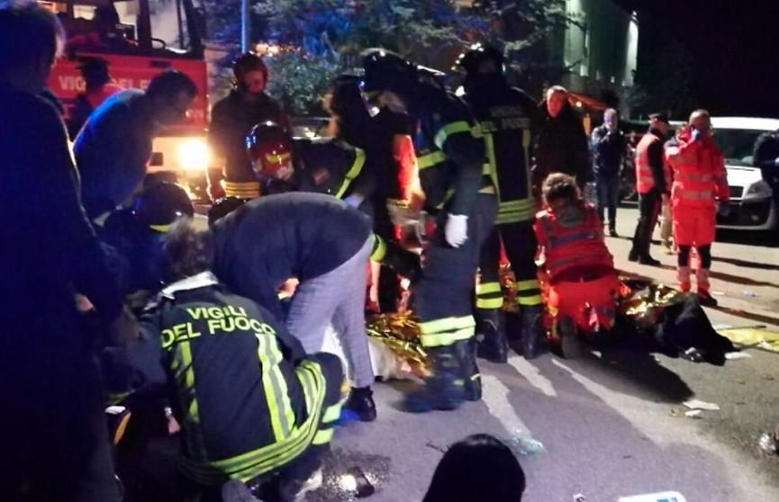 Шесть человек погибли в давке на рэп-концерте в Италии