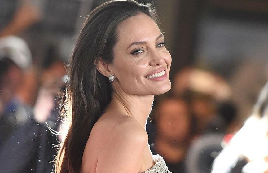 Анджелина Джоли в образе Королевы Червей: опубликованы новые фото