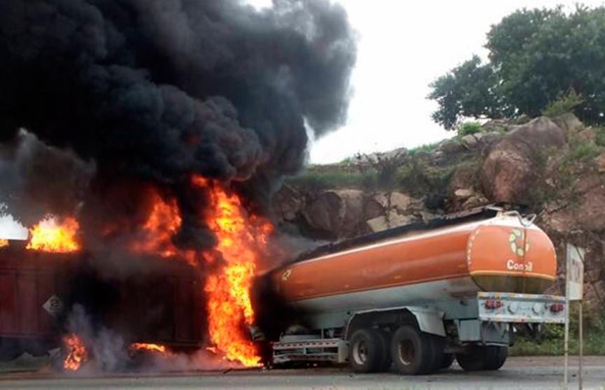 35 человек погибли при взрыве бензовоза в Нигерии