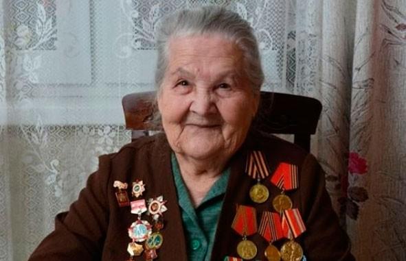 Ветеран Великой Отечественной войны стала блогером в 97 лет. Посмотрите, как выглядит ее Instagram