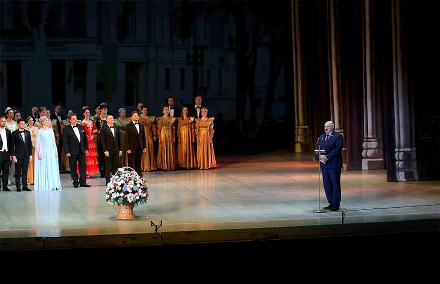 Большой театр подготовил специальную программу ко Дню Независимости: премьеру посетил Президент