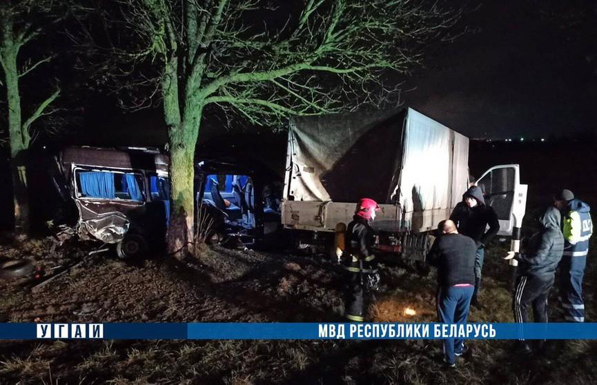 «Газель» врезалась в маршрутку в Солигорском районе: погибла 50-летняя женщина