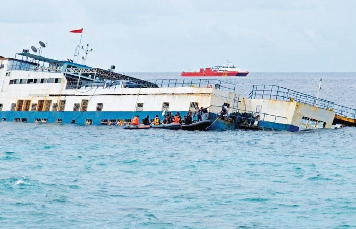 До 19 выросло число жертв крушения судна в Индонезии