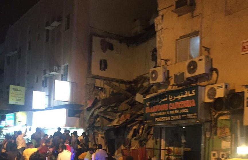 Жилой дом обрушился в Бахрейне, десятки пострадавших