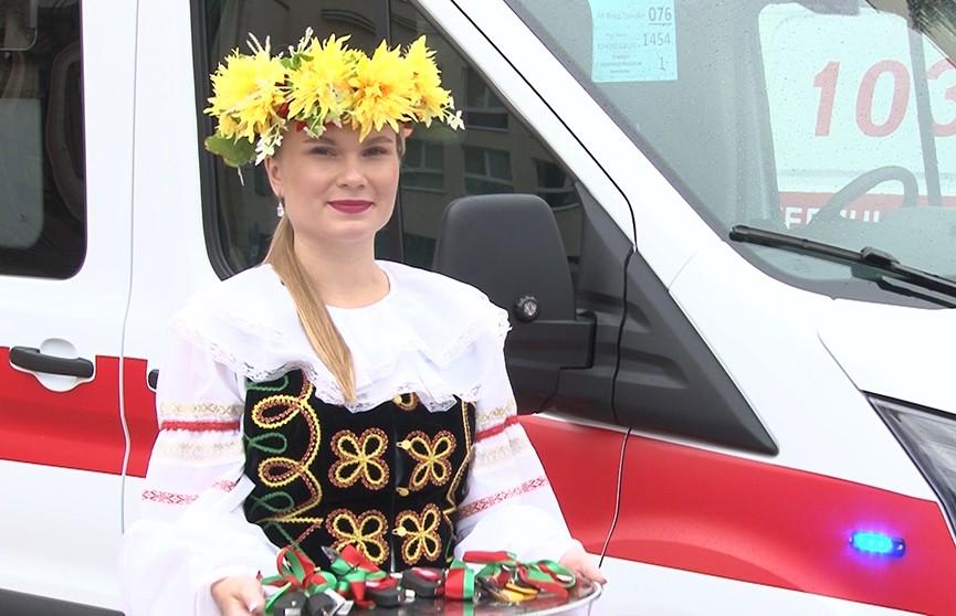 Представители бизнеса подарили машины скорой помощи клиникам Витебской области