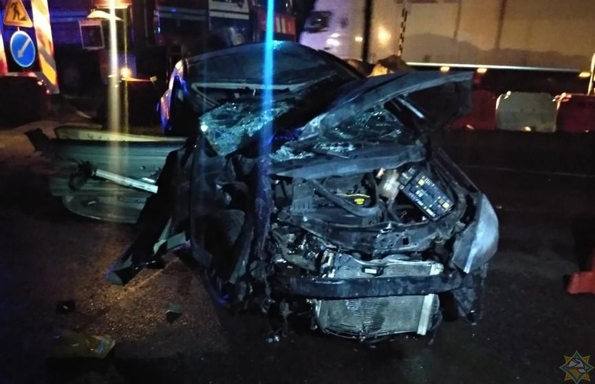 Лобовое столкновение в Борисовском районе: погиб ребенок, спасатели доставали людей из машины